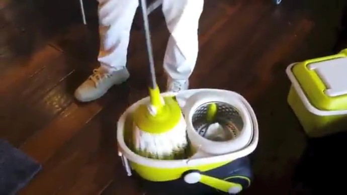 mopnado-stainless-steel-deluxe-rolling-spin-mop-review