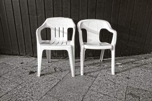 how-to-clean-oxidized-plastic-patio-chairs