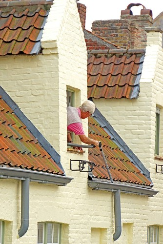 how-to-clean-rain-gutters-on-a-2-story-house
