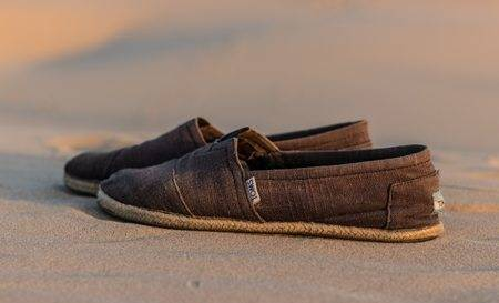 how-to-clean-toms-shoes