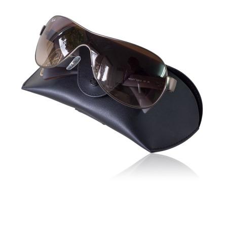 clean-ray-ban-sunglasses-and-eyeglasses