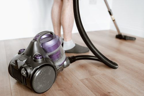 should-you-vacuum-or-dust-first