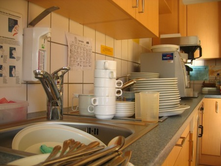 using-bleach-to-clean-dishes