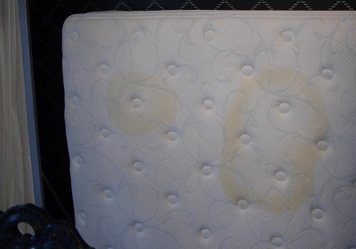 clean-urine-from-mattress-without-baking-soda